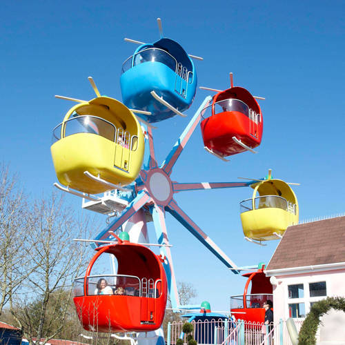 Miss Rabbit's Helicopter Flight in Peppa Pig World